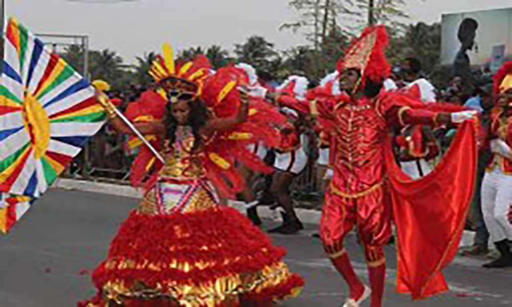 Grupos da Praia sem saber com que linhas se faz o Carnaval deste ano