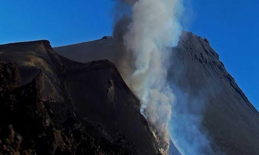 Dez pessoas internadas devido a inalação de gases vulcânicos