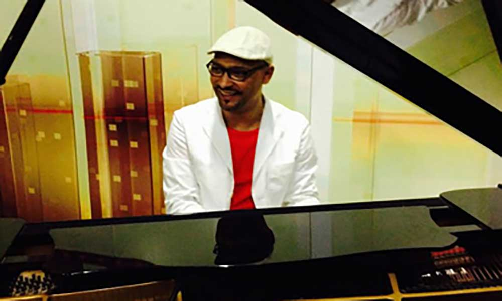 Maestro Caboverdiano Carlos Matos acompanha grupo de tango á china