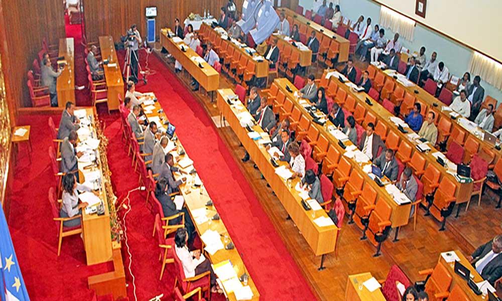 Parlamento aprova lei de referendo