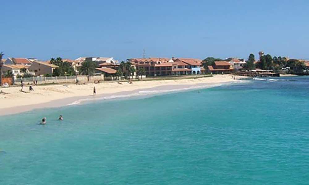 Governo e autarquias firmam protocolo com foco no desenvolvimento das ilhas turísticas do Sal e Boa Vista