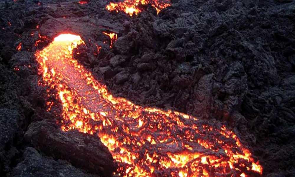 Erupção vulcânica na ilha do Fogo volta a ganhar intensidade