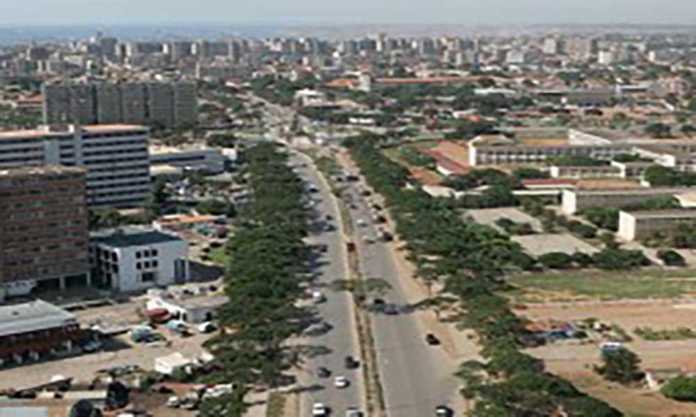 """Angola: Deputados votam Lei que """"liberaliza"""" investimento estrangeiro"""
