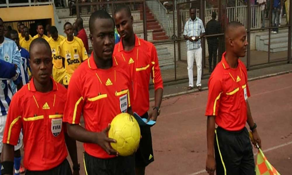 Equipa de arbitragem da Costa do Marfim no jogo Cabo Verde x Níger