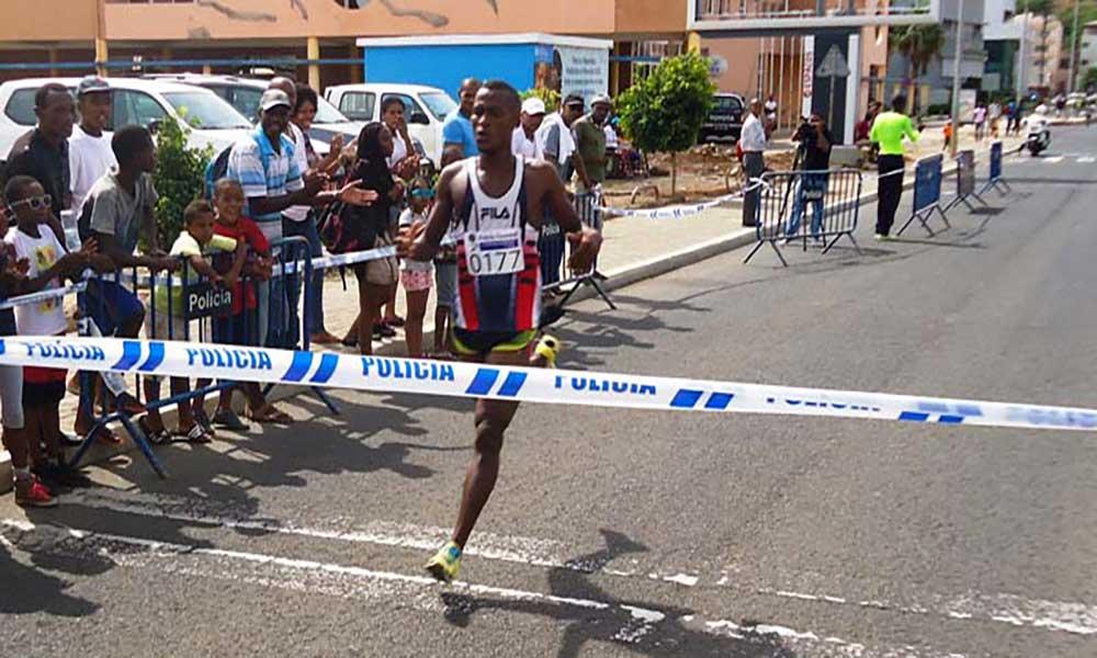 Centenas de atletas na corrida de São Silvestre na Praia