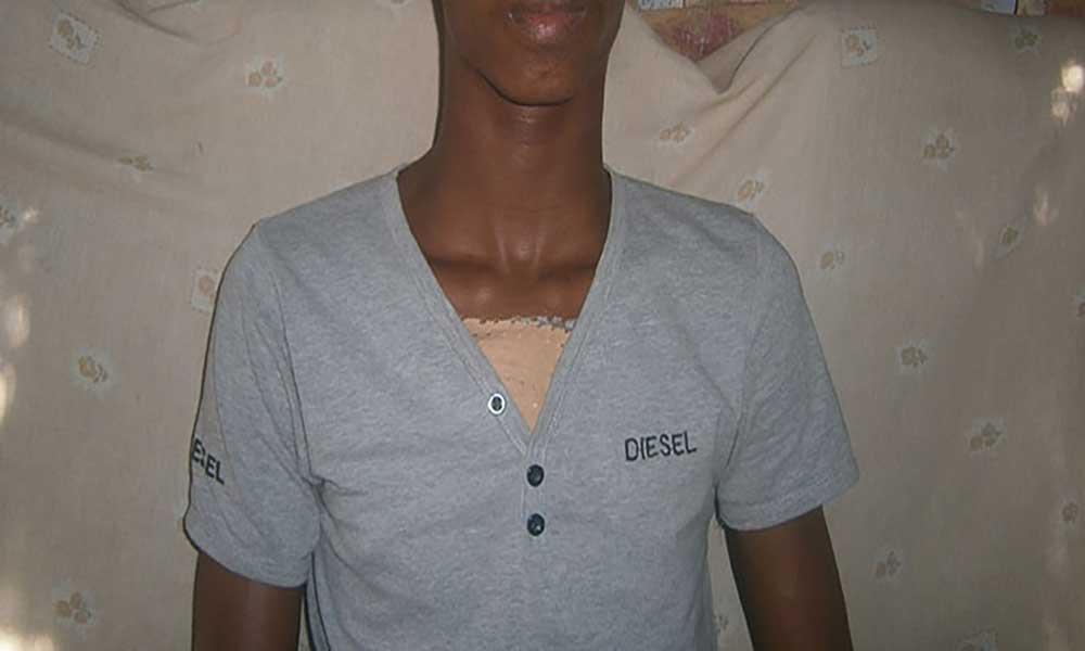 Pai de aluno esfaqueado na Escola Jorge Barbosa leva caso a Tribunal
