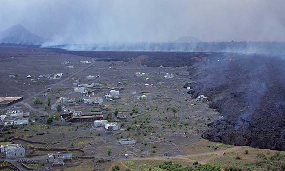 Erupção do vulcão do Fogo: Lava aumenta de velocidade e consome escola e hotel