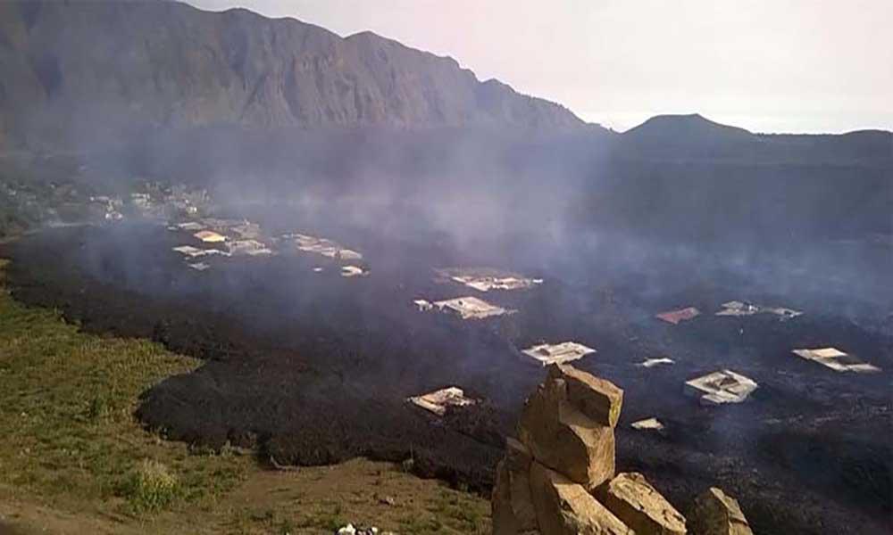 Túneis lávicos do vulcão do Fogo cheios obrigam à expansão da lava em duas frentes