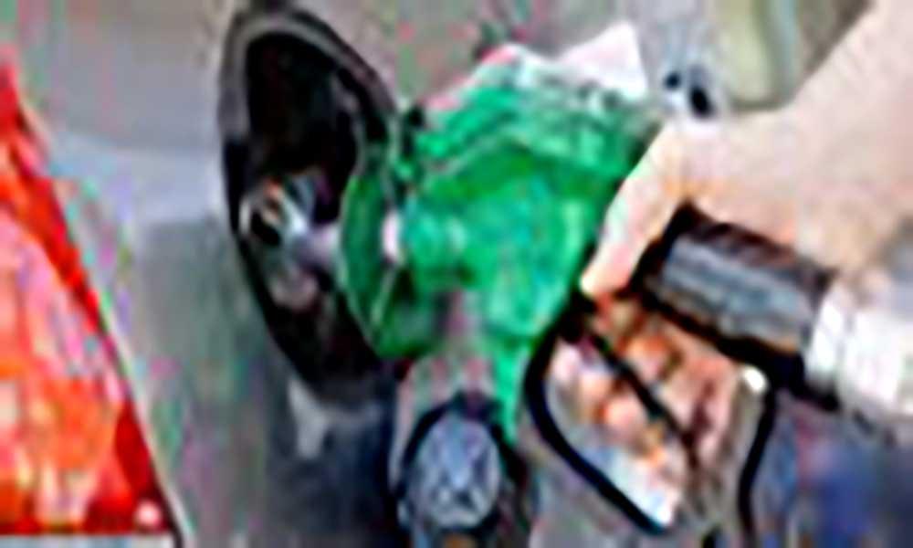Ligeira queda nos preços dos combustíveis