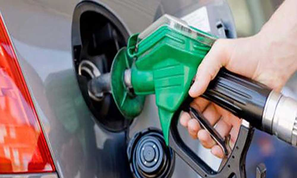 Ligeira redução no preço dos combustíveis