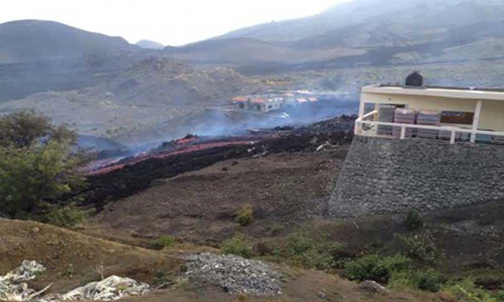 Vulcão voltou a emitir lavas que correram cerca de 50 metros para lado de Monte Beco