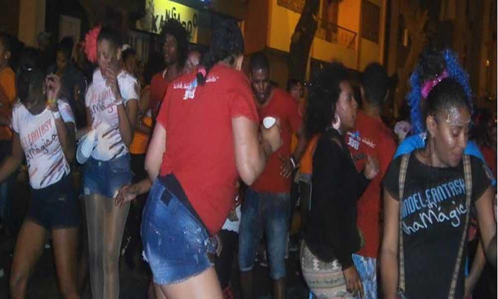 Mindel Fantasy arrasta multidão pelas ruas de Mindelo
