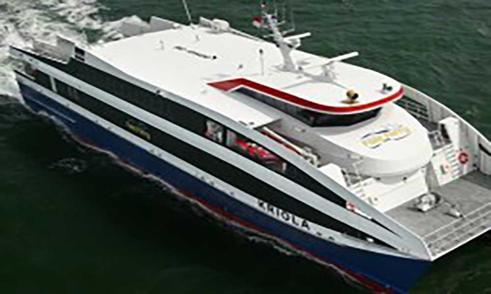 """Fast ferry """"Liberdadi"""" sofre rombo no casco e está impossibilitado de prosseguir viagem"""