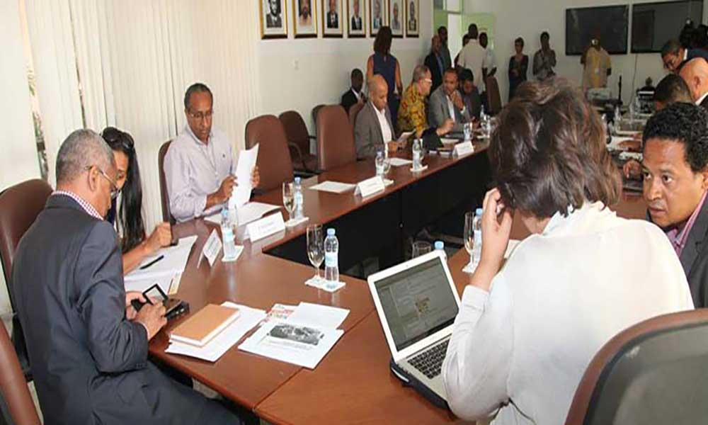PM anuncia criação de Conselho Nacional do Comércio e novas medidas de competitividade fiscal e empresarial