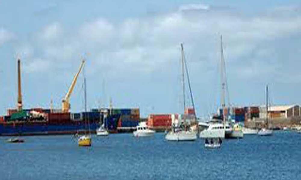 Governo aprova Decreto-lei que regula atos e procedimentos aplicáveis à entrada e saída de navios dos portos nacionais