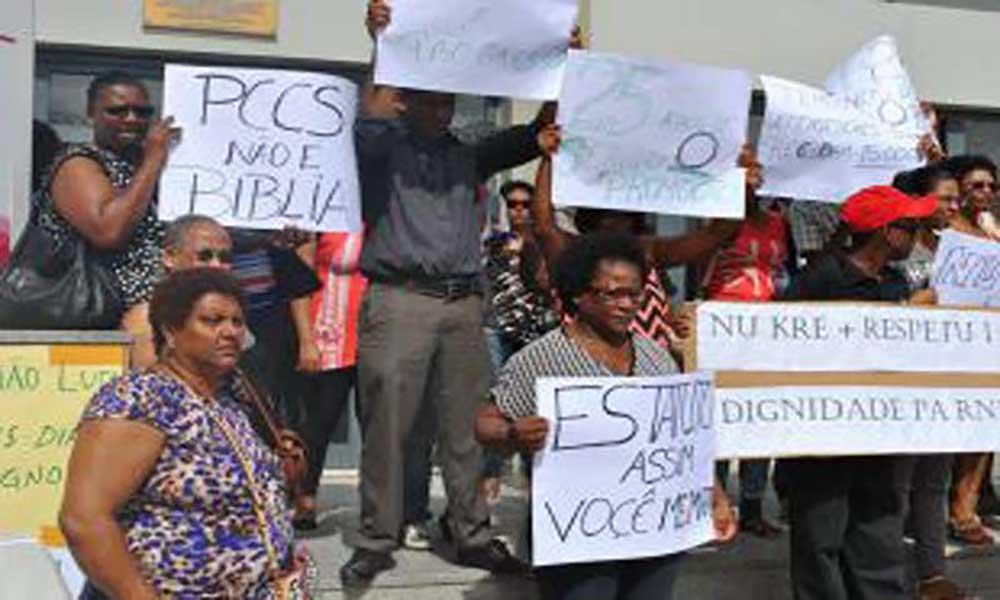 Funcionários das Alfandegas e da DGCI avançam para greve de três dias