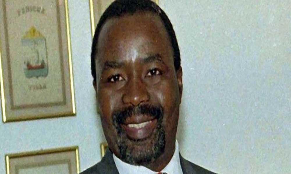 """Angola: Ex-PM diz que regime angolano """"está encurralado"""" e """"inventa crimes"""""""