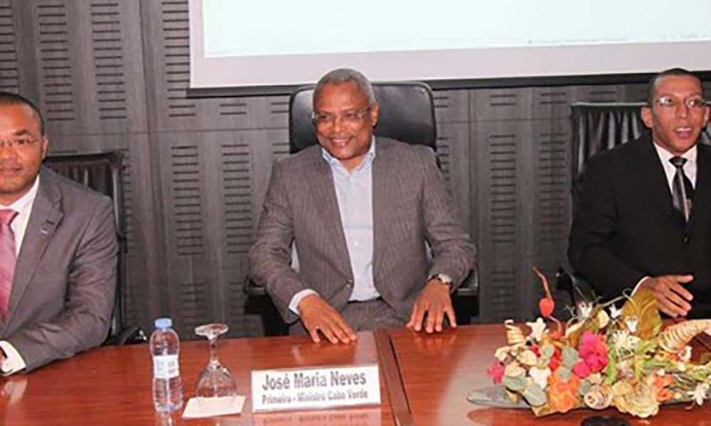 PM promete apoio do Governo para nova sede da AJEC