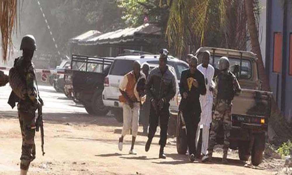 Ataque a base militar no Mali provoca 17 mortos e 35 feridos