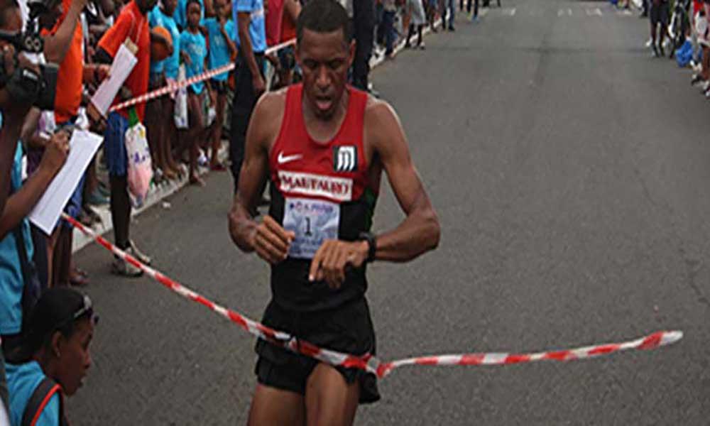 """Adilson Spencer vence corrida de São Silvestre """"Praia 2015"""""""