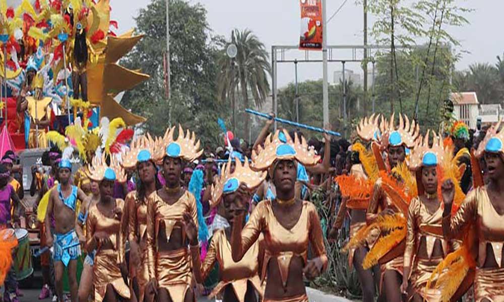 Praia: Carnaval de direitos humanos, maravilhas de Cabo Verde, jogo, Paris e brilho