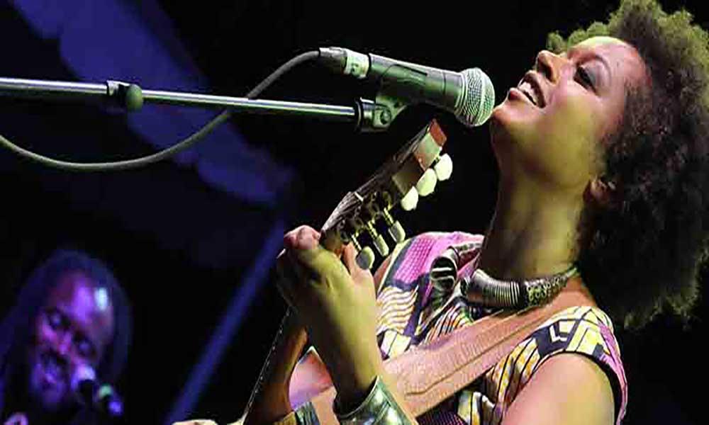 Sara Tavares em concerto no Teatro Diogo Bernardes, em Ponte de Lima
