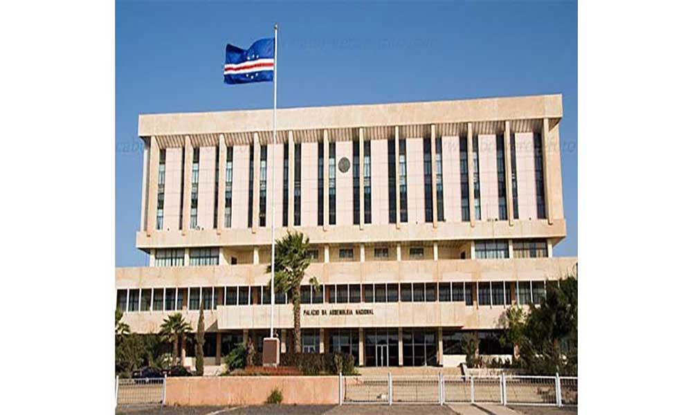Sessão sobre Liberdade e Democracia marca regresso ao Parlamento 18 meses depois