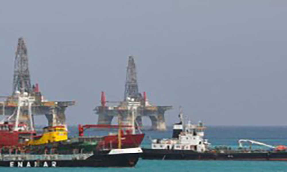 Enacol abastece duas plataformas petrolíferas em simultâneo