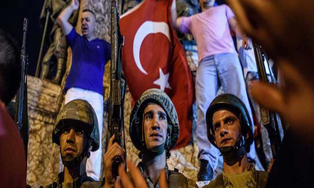 Turquia: Golpe de Estado fracassou, dezenas de mortos e revoltosos detidos