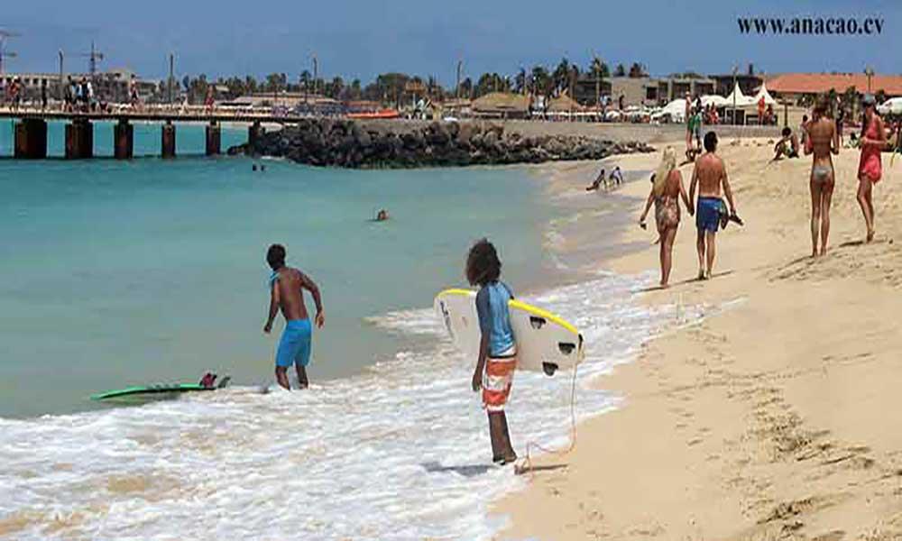 Época baixa continua a ser uma dor de cabeça para os operadores turísticos