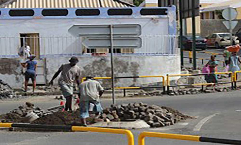 Praia: Estão a decorrer obras para instalação de semáforos em Terra Branca