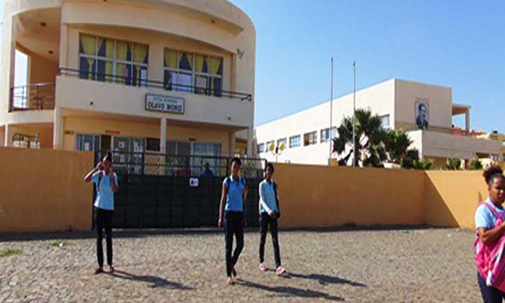 """Sal: Músicos levam """"A Hora da Morna"""" às escolas no Dia Nacional da Cultura"""