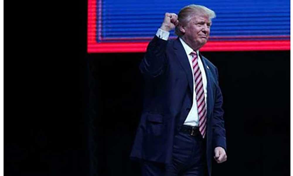 """Trump celebra 100 dias """"muito produtivos"""" na Casa Branca pronto para """"grandes batalhas"""""""
