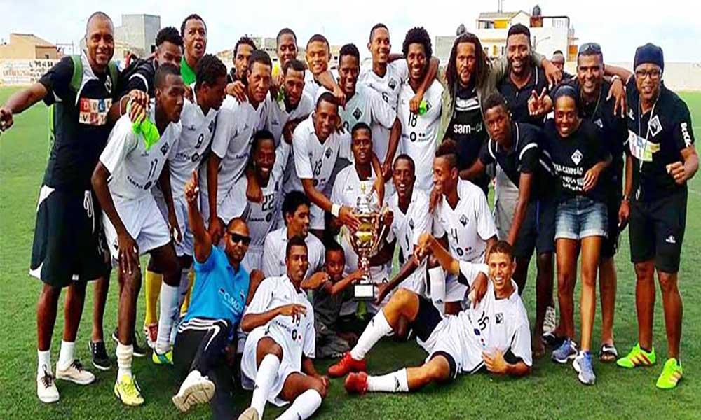 Supertaça Santo Antão: Académica do Porto Novoconquista troféu