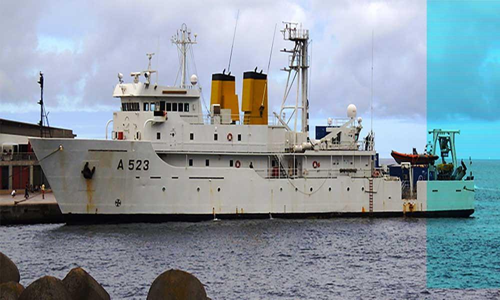 Navio Almirante Gago Coutinho atraca em Mindelo