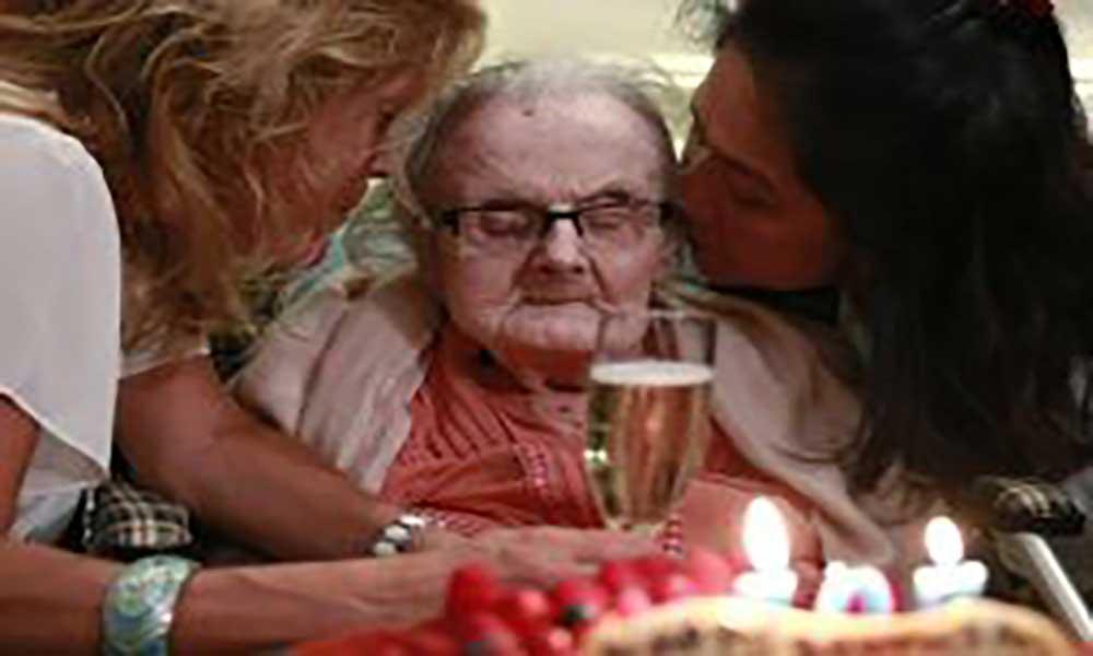 Morre aos 105 anos a jornalista que deu o furo da Segunda Guerra Mundial