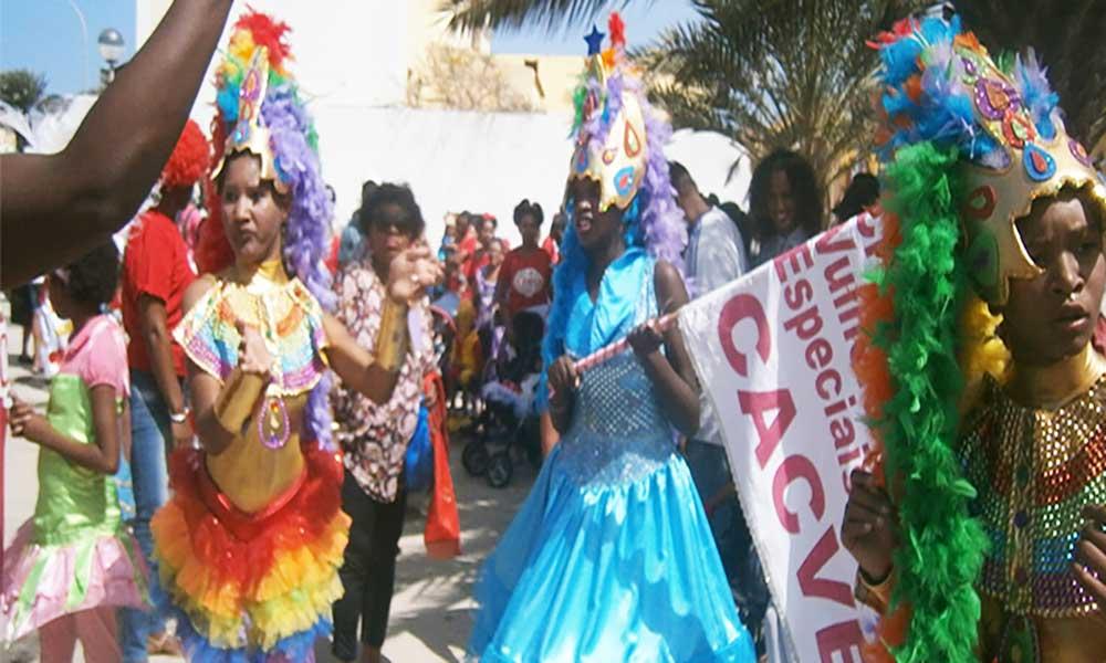 Batucada dos mais novos abre o Carnaval Mindelense