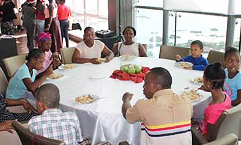 Associação Colmeia realiza encontro com pais, amigos, crianças e jovens com deficiência