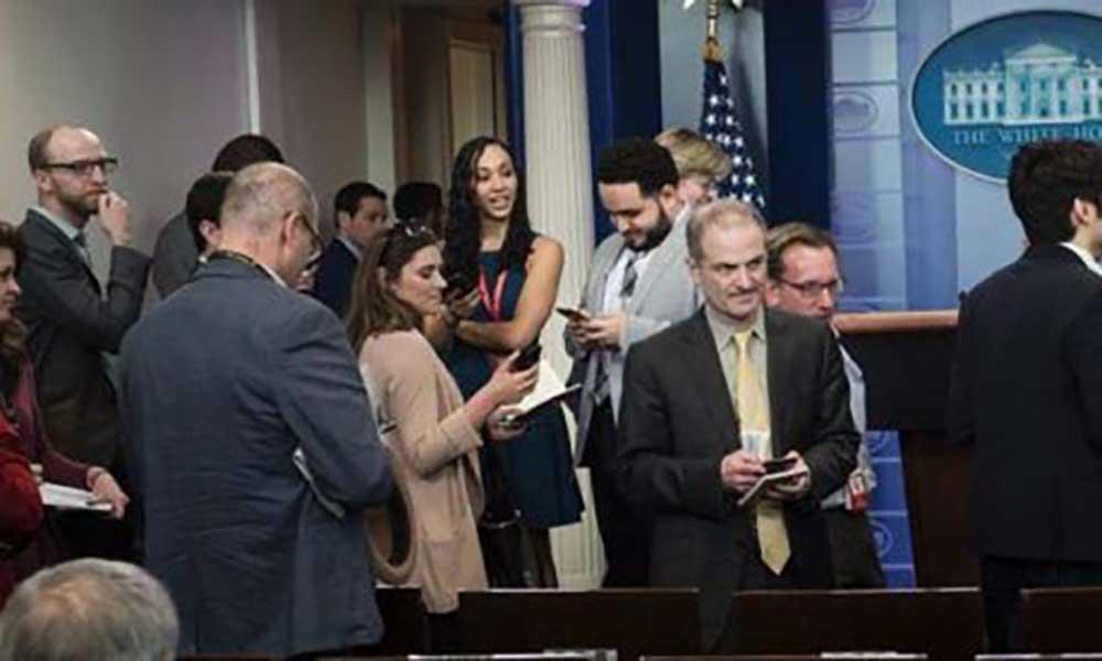 Jornalistas do The New York Times, CNN, Político e outros proibidos de entrar no briefing da Casa Branca