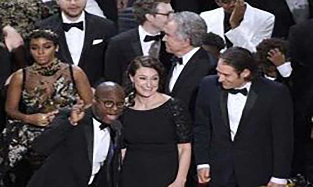 Erro fecha noite de Oscares que consagrou «Moonlight» à frente de «La La Land»