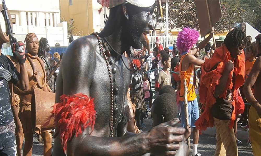 Mandingas enterram o Carnaval neste domingo