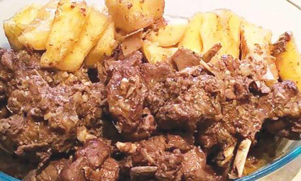 Estufado de carneiro com mandioca