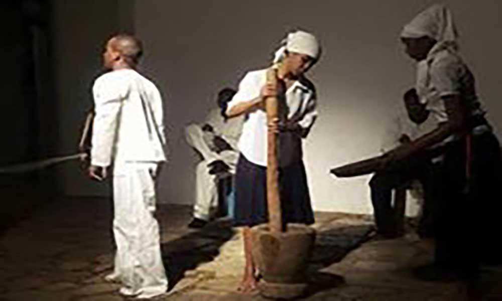 Maio: Grupo Teatral da Associação