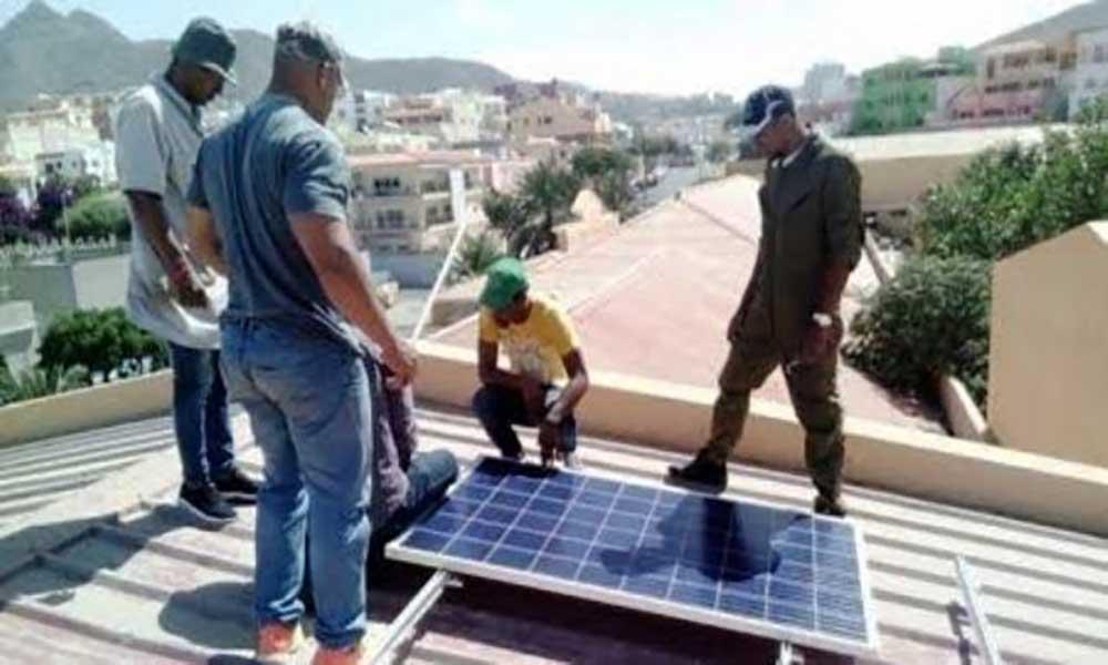 Escola Técnica do Mindelo já dispõe de mini central fotovoltaica para economizar em energia