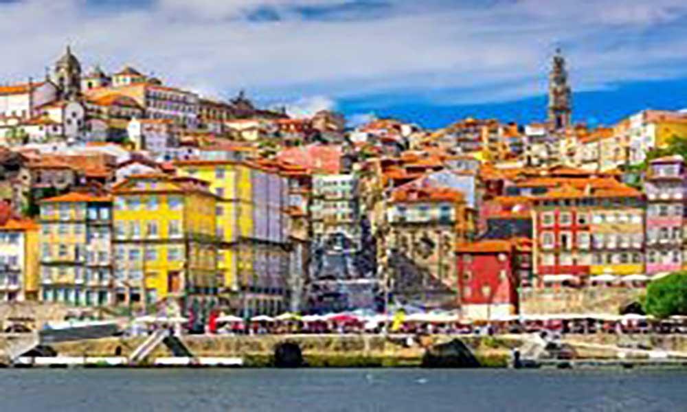 """Políticas no sector do turismo em Portugal """"devem ser replicadas"""" - diz responsável do Conselho Mundial de viagens e Turismo"""