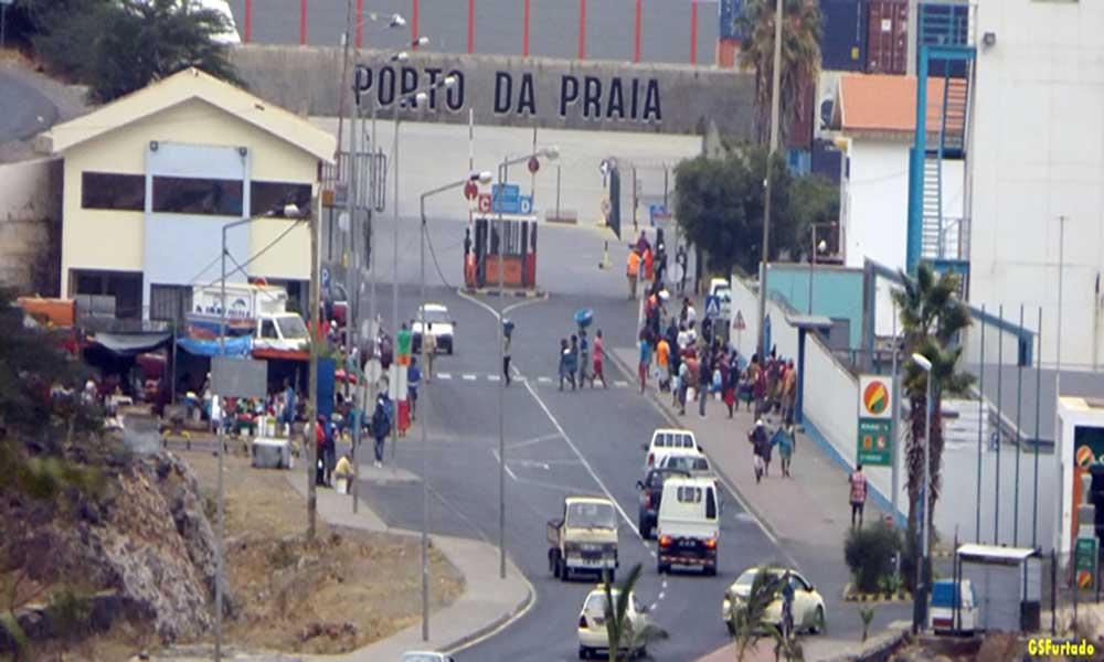 Eleitos do PAICV reúnem-se com estivadores do Porto da Praia