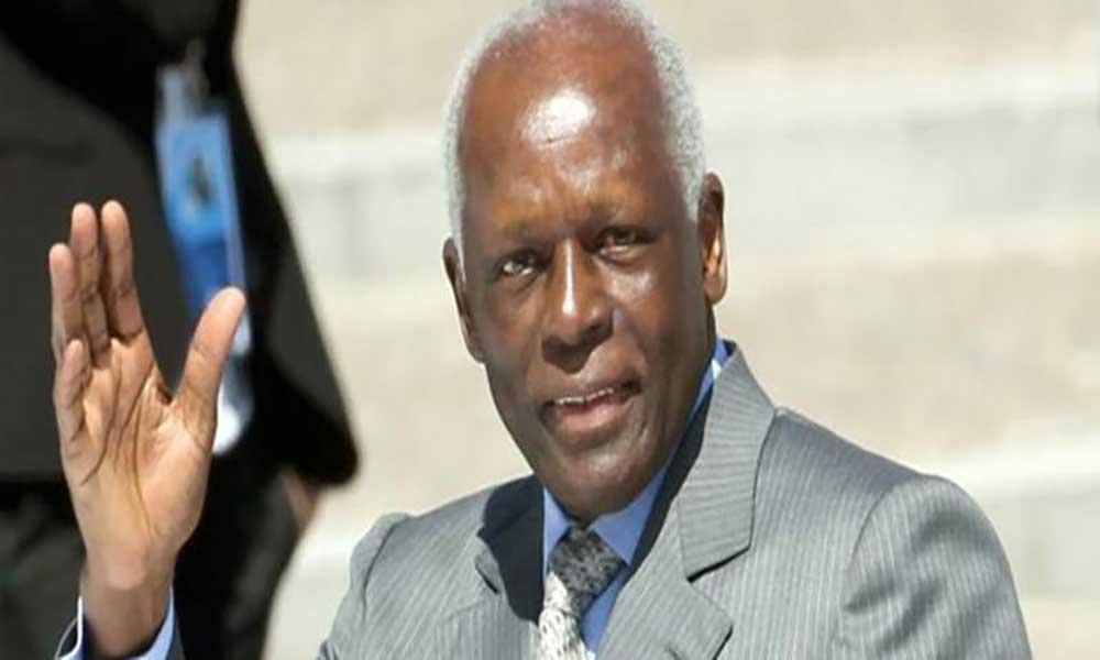 Angola: José Eduardo dos Santos homenageado no dia da independência