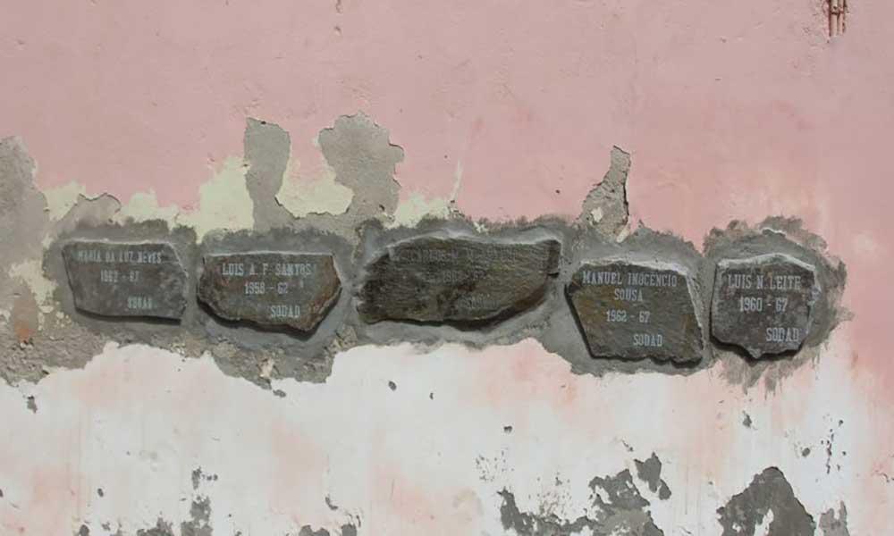São Vicente: Parede do antigo Liceu Gil Eanes já leva cinco pedras