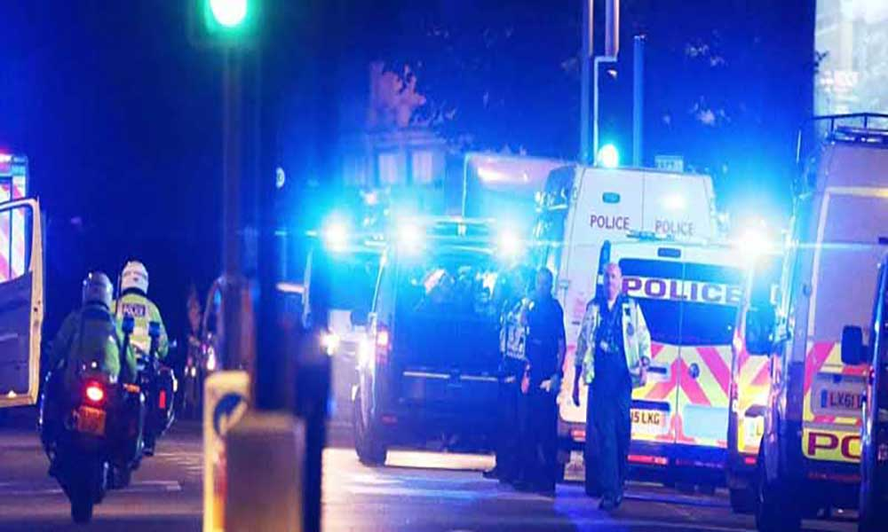 """Reino Unido: Atropelamento em Londres tratado como """"potencial ataque terrorista"""""""