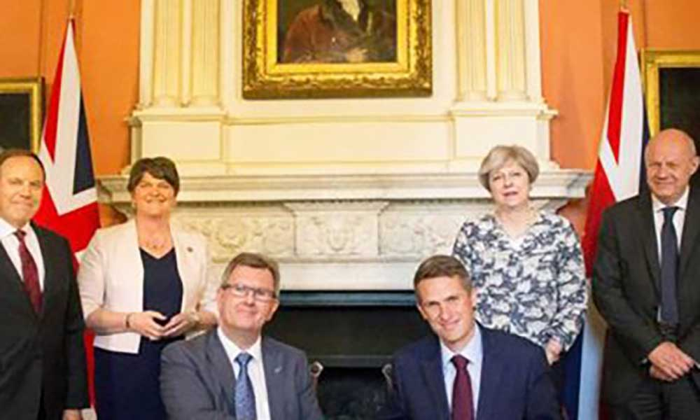 Reino Unido: Theresa May e unionistas irlandeses chegam a acordo de governo